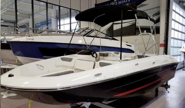 Gebraut und Neuboote von Bayliner und anderen bei Boote Pfister