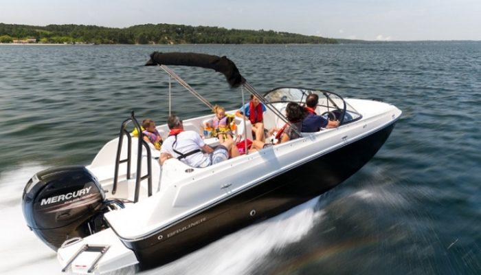 Bayliner Bowrider Boote. Hier: Bayliner Element E7